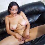 Fatou métisse sénégalaise à gros seins nue