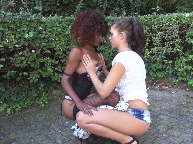 partouze-entre-amis-reunionnaise-brunette-jacquie-et-michel-2