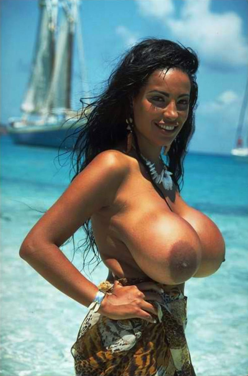 S'amuser avec seins énormes