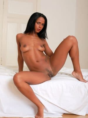 femme metisse nue pipe sensuelle