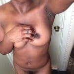 Clarisse, femme mariée camerounaise nue en selfie