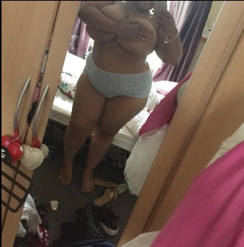 chaudasse-black-ronde-seins-enormes-selfies-2